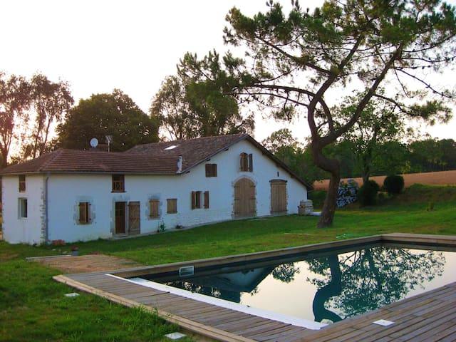 Villa de 3 chambres à Orthevielle, avec piscine privée, jardin aménagé et WiFi - à 19 km de la plage