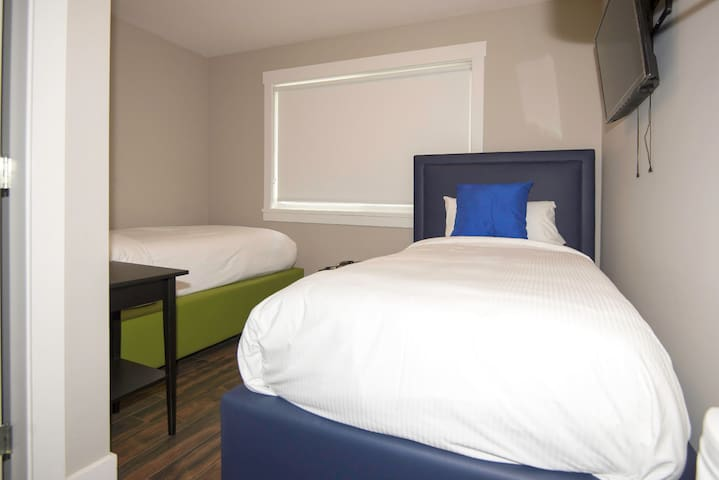 (NO CLEANING FEE) #210 2 Twin Beds Queens Hotel