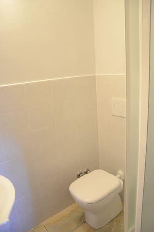 Bagno camera inferiore