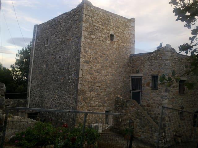 Μiki's Castle with amazing view - Lagia - Hus