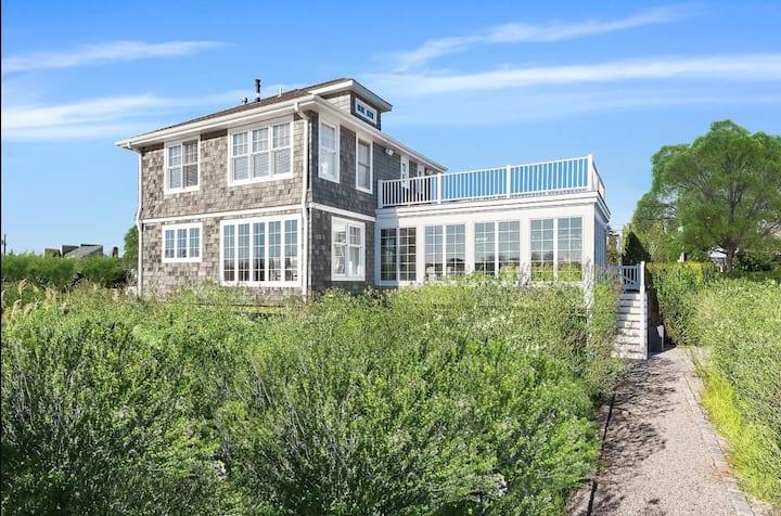 Charming waterfront beach house in Southampton