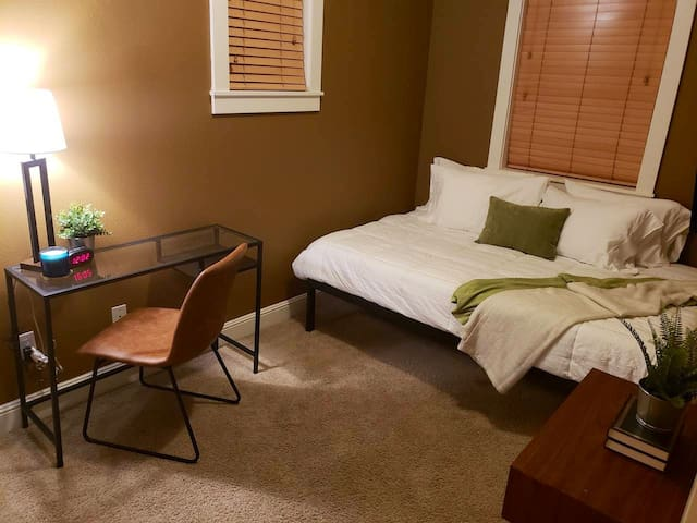 Cozy Travelers PDX Room *MEMORY FOAM MATTRESS *