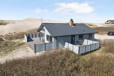 Live right next to the beach at the north sea!