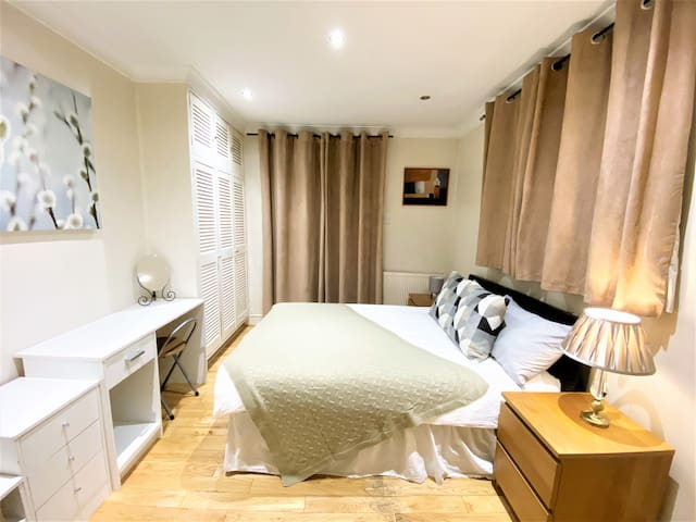 Gorgeous Hyde Park Flat with Private Garden