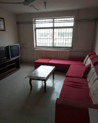 精装修,家具家电齐全,拎包入住,靠近银行。 - Qingdao - House