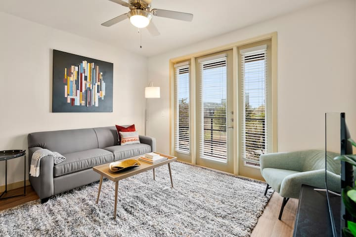 Kasa | Dallas | Charming 2BD/2BA Medical District Apartment