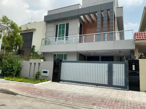 4 bed entire  2 story house rent