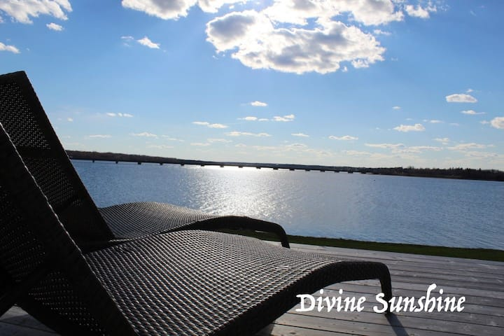 Divine Sunshine - Waterfront Vacation Home