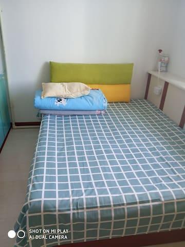 次卧双人床