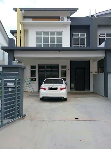 Homestay De Aishy Kangkar Pulai near Johor Bahru - Pekan Nanas - Hus
