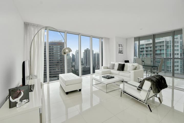 Sonder | ICON Brickell | Sleek 2BR + Balcony