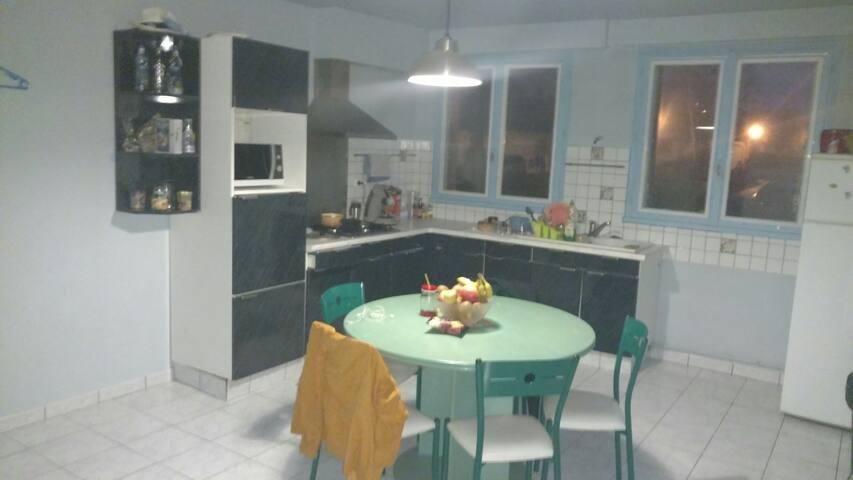 Appartement et jardin dans grande maison Aurillac - Aurillac - Dom
