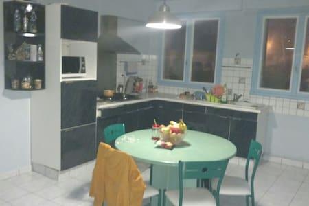 Appartement et jardin dans grande maison Aurillac - Aurillac - Haus