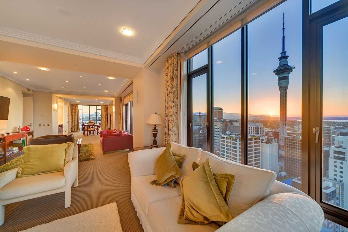 Stunning 270 degree views of the city and harbour.