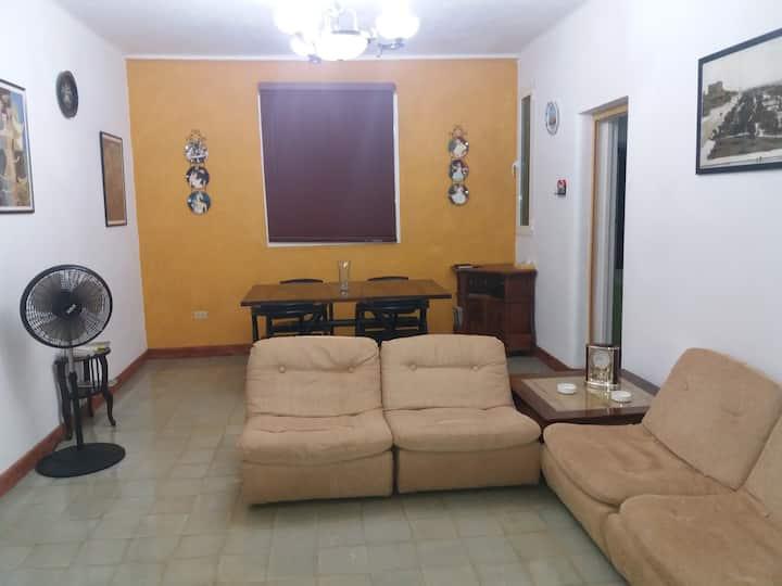 Apartamento Independiente en Vedado. Muy Céntrico