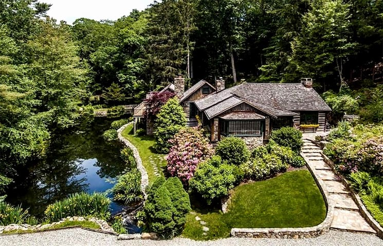 Log & Stone Rustic Retreat on Pond