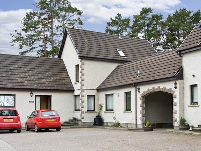 THE COACH HOUSE, family friendly in Newtonmore, Ref 5196