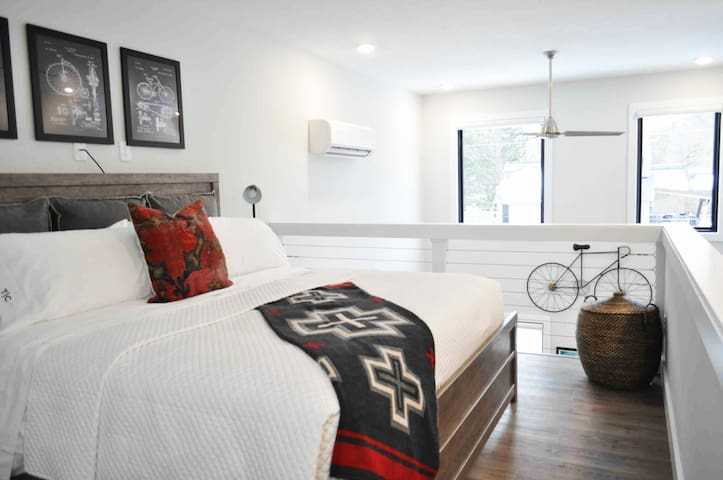 The loft bedroom has a luxurious king sized bed with Perfect Sleeper mattress, four king pillows, cotton sheets, Hotel Collection duvet cover/pillows and Pendleton throw.   Sound/light machine High quality bathrobes Box fan Two luggage racks