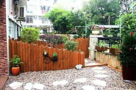 susu家的花园别墅,离机场5分钟车程,悠静清美,瞰翠湖,共享游泳池、大厨房和大晾衣阳台1.5米床。 - Appartement