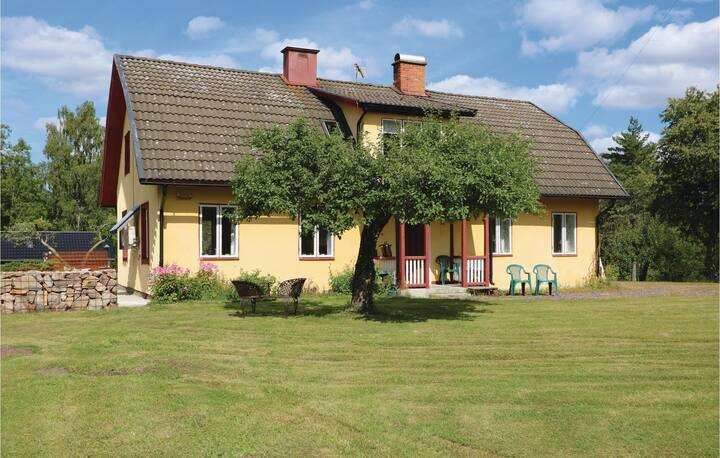 Awesome home in Sävsjöström with 5 Bedrooms
