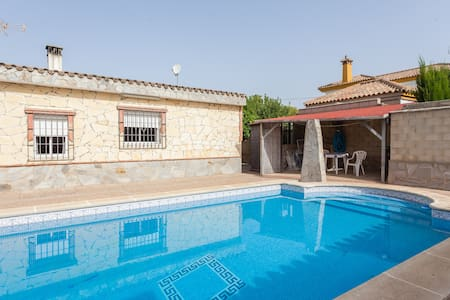 Vivienda con piscina muy relajante - Él Santiscal  - Hus