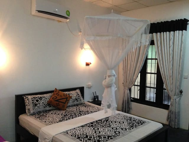 Sanka Mash  Holiday Inn Sigiriya - Sigiriya - Casa de camp