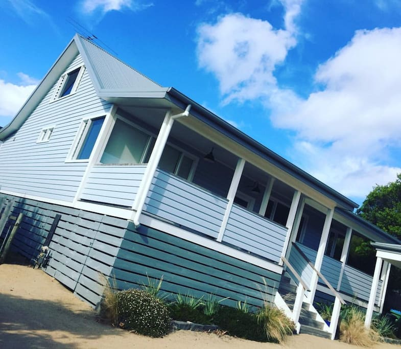 Renovated Queenslander, beach vibe