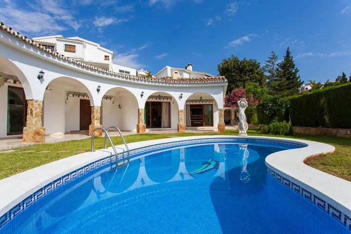 Fabulous Luxury Villa close to Beach Pool Sleep 10