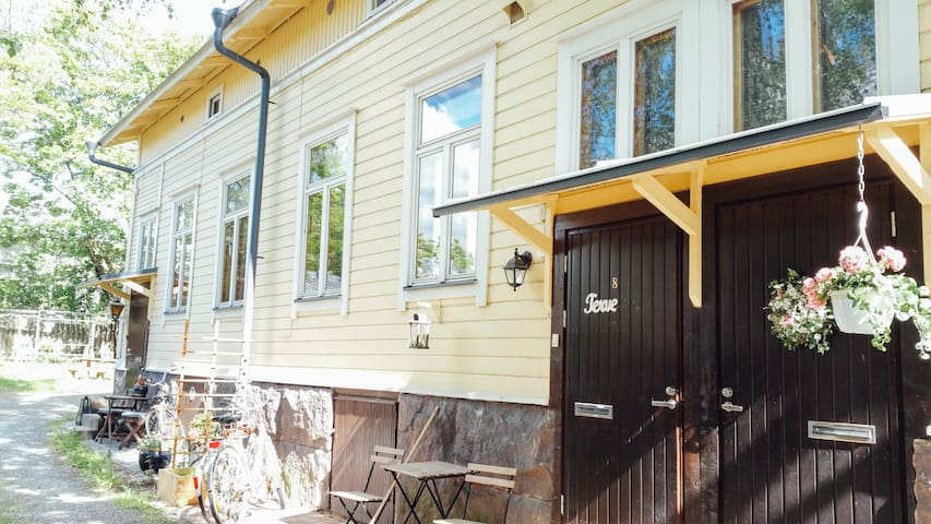 Budget accomodation in a cute wooden house - Turku - Huis