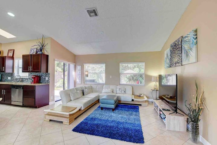 Gorgeous house with private backyard Delray Beach