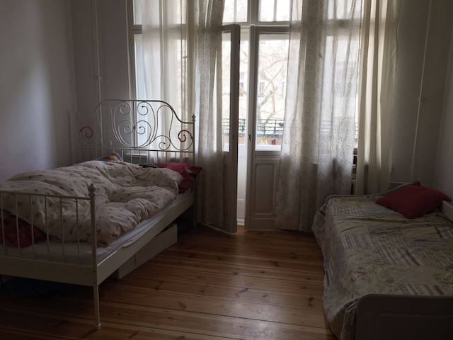 Big & Bright Room in Charlottenburg - Berlín - Apartamento