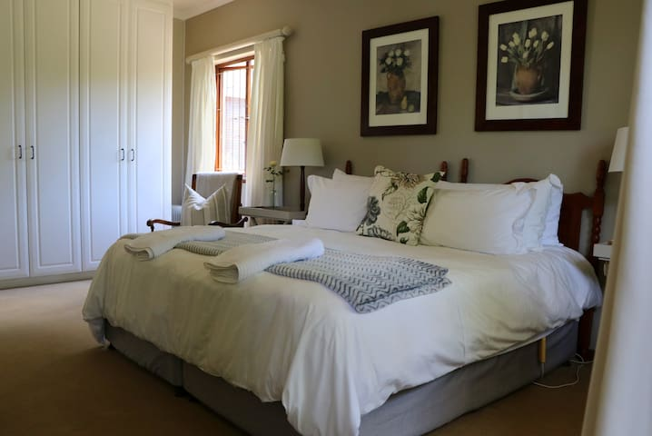 Hillcrest / Kloof. Beautiful, spacious suite