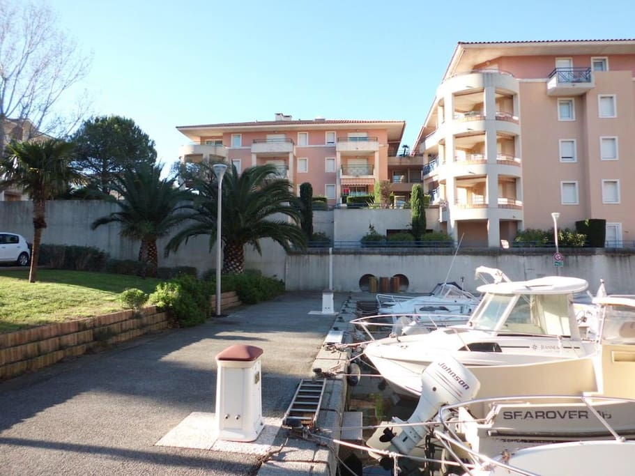 Le nautica apartments for rent in fr jus provence alpes for Garage auto frejus
