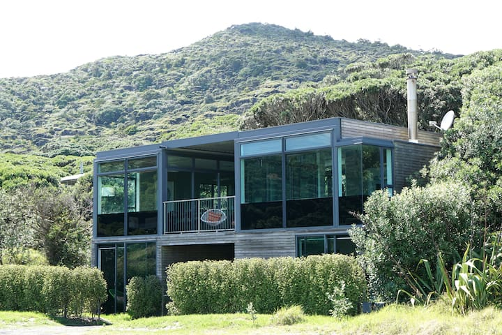 Surf Side Retreat - Piha - Huoneisto