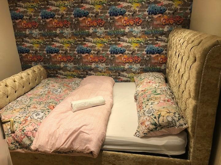 3 Bedroom fully furnished House Farnham Royal