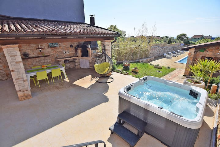 Villa San Rocco**** with pool and jacuzzi for 7-9 - Villas for ...