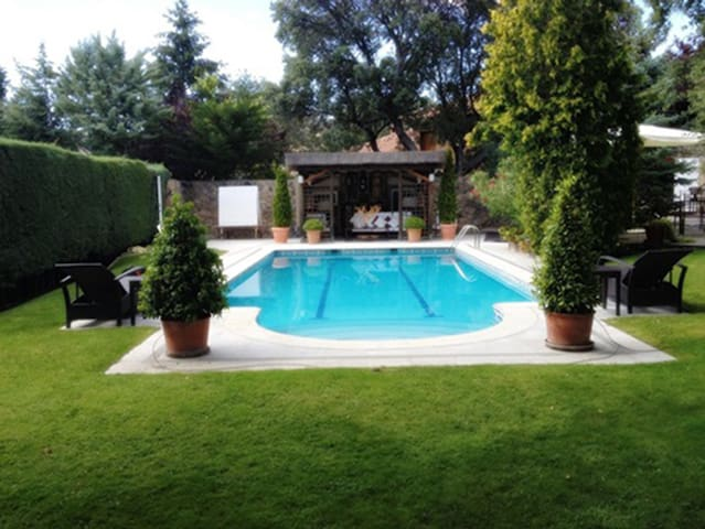 Luxury Villa in NW Madrid, ideal familias ,eventos - Las Rozas - Hus