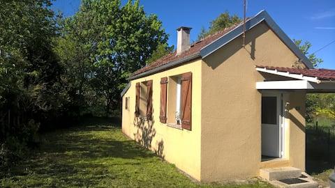 非常小的房子,独立,在乡村