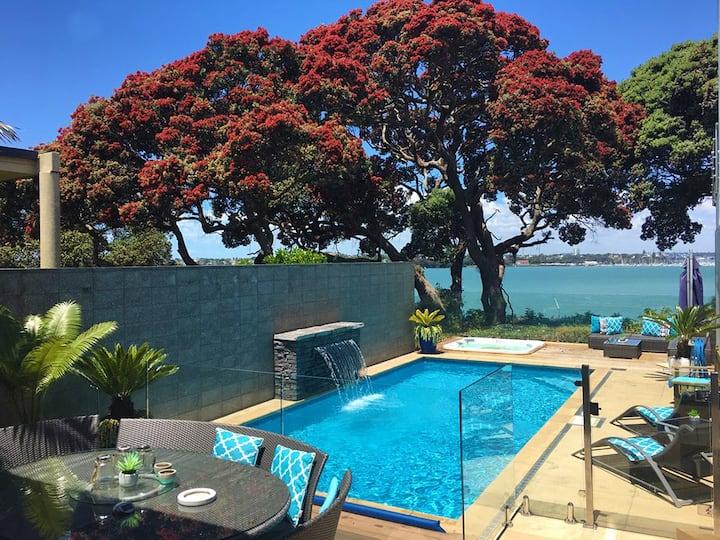 Resort style living, pool, spa pool, sea views