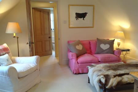 Cozy flat in Cotswolds with views - - Apartamento