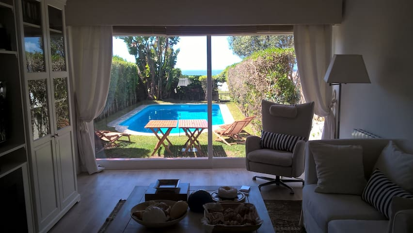 Vila Maçã,piscina e vista de mar. - Colares