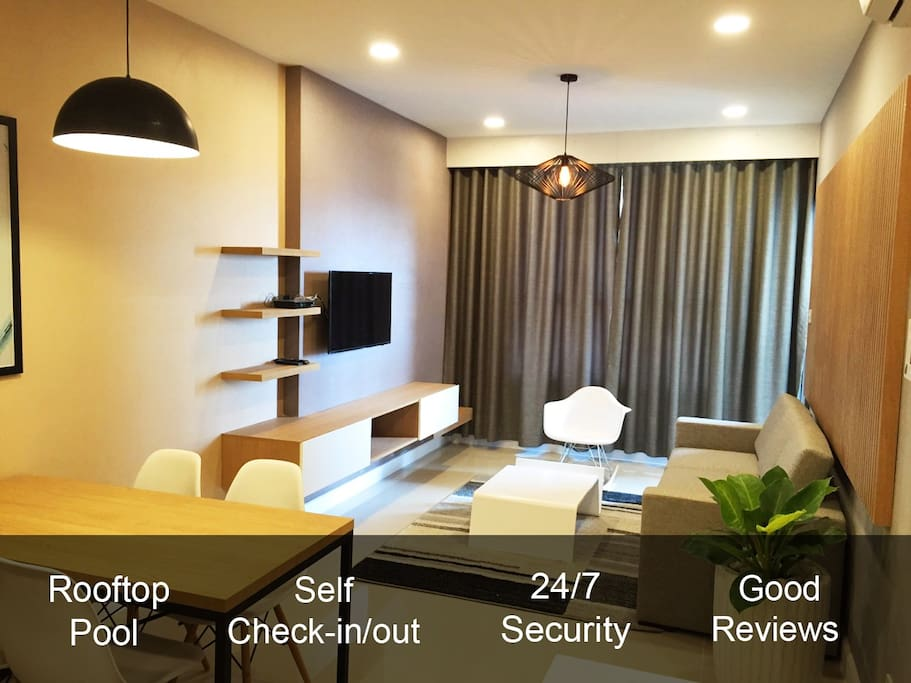 2 Bedroom apartment in a modern building. 24/7 Security. Self Check-In/Out. Detailed Arrival Guide. Rooftop Swimming Pool. Helpful and friendly host. Business travel suitable with working space and fast Wi-fi. Near Central District 1.