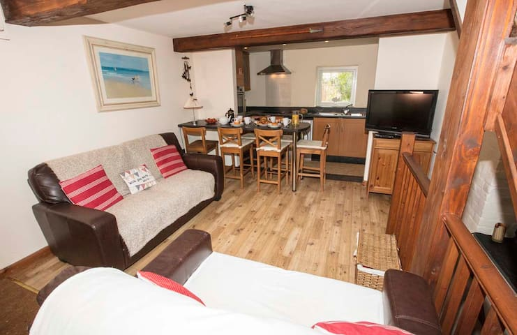 Cosy Family Home Within Walking Distance of Beach