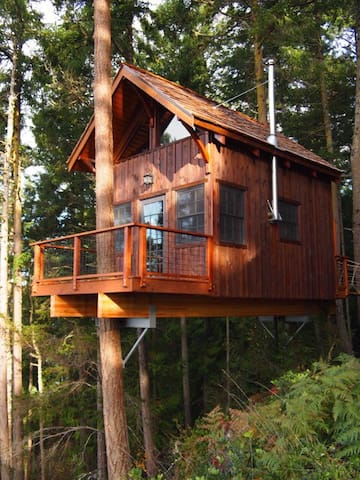 Hilltop Treehouse Retreat - Lopez Island - Treehouse