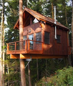 Hilltop Treehouse Retreat - Casa en un árbol