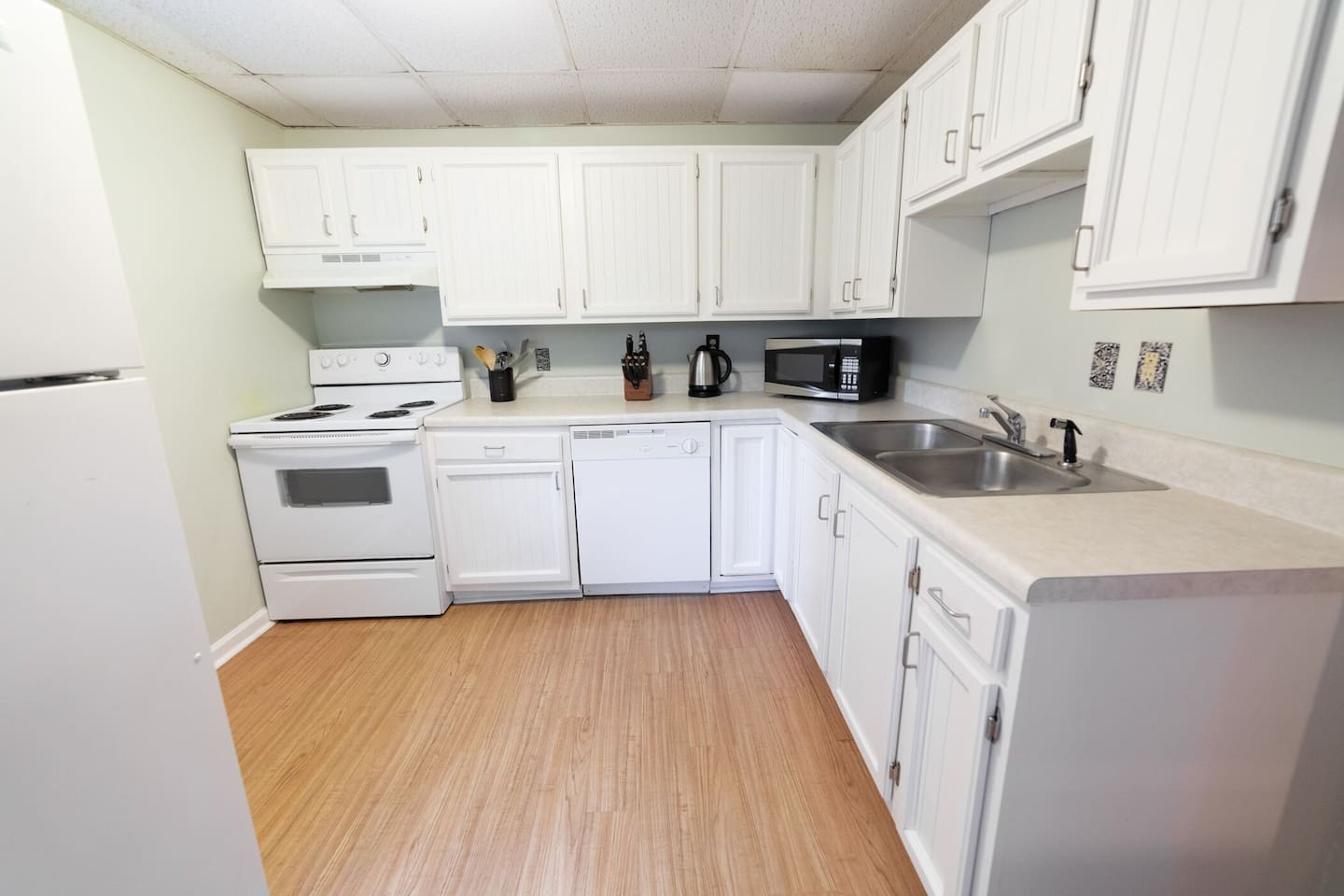 The kitchen is stocked with natural & organic cooking essentials, cookware & has a stove, fridge, washer/dryer, microwave, dishwasher, garbage disposal & kettle.