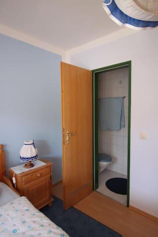 Dusche/ WC Zimmer 1