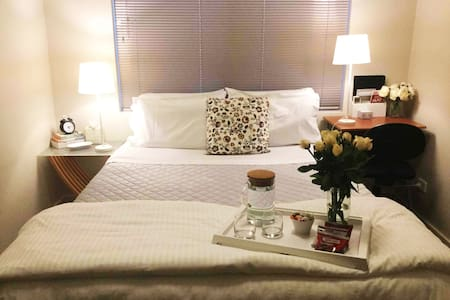 Queen Bed and Breakfast in Westminster House