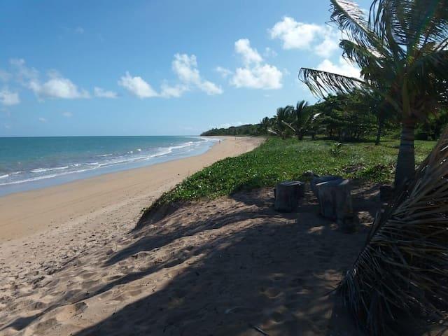 Quarto em casa de praia.
