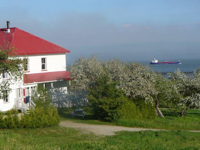 Domaine de Charlevoix vue fleuve - Saint-Joseph-de-la-Rive - Casa